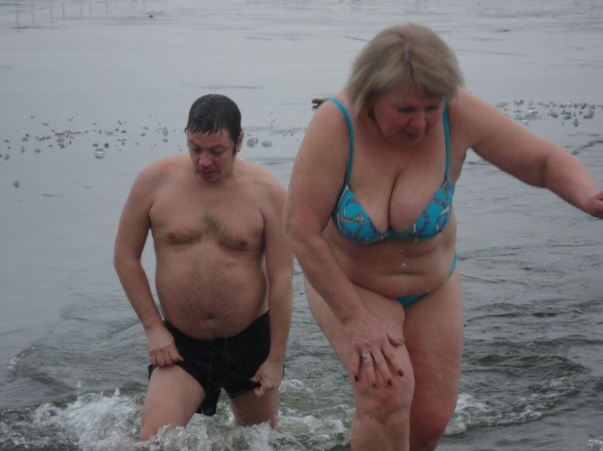 Как купаются на Монастырском острове в Крещение (ФОТО) (фото) - фото 1