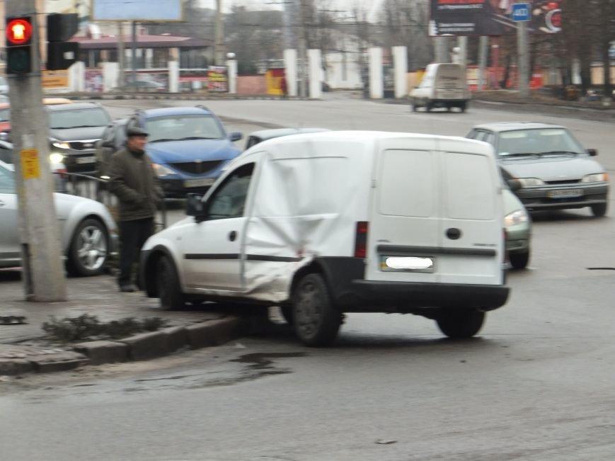 В Кировограде сильно столкнулись два автомобиля. Фото (фото) - фото 1