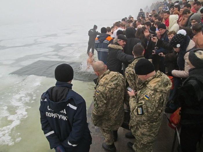 В праздник Крещения Господнего николаевцы окунулись в прорубь (ФОТО), фото-6