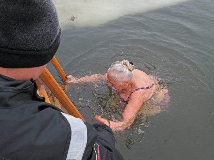 В праздник Крещения Господнего николаевцы окунулись в прорубь (ФОТО), фото-8