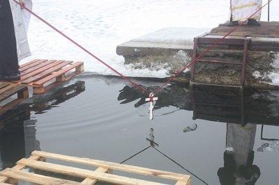 Макеевка: отменить крещенскую купель не могут даже залпы за окном (фото) - фото 2