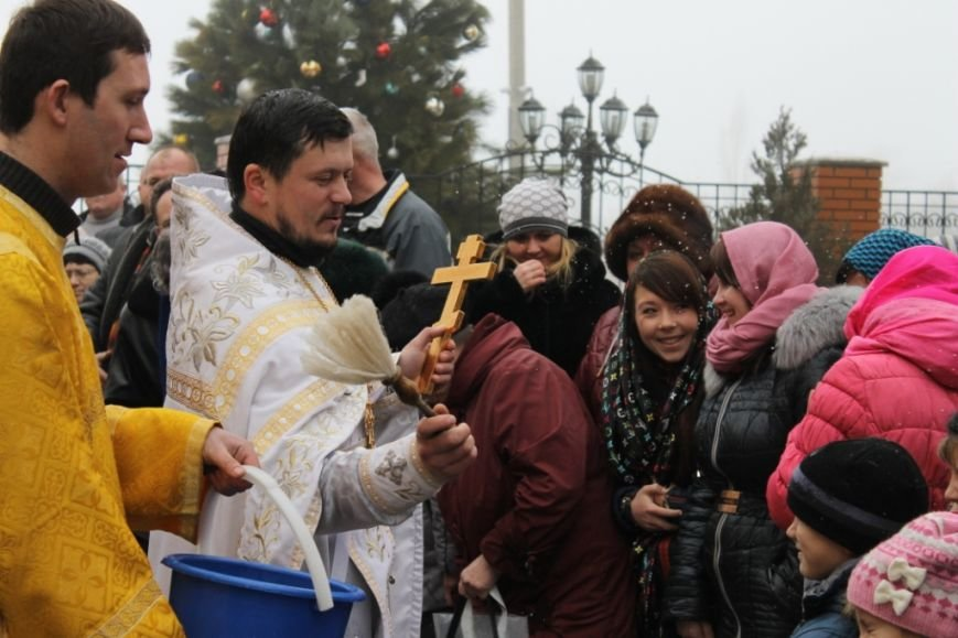 Крещение в Свято-Покровском храме с. Боевое собрало тысячи верующих Приазовья (фото) - фото 1