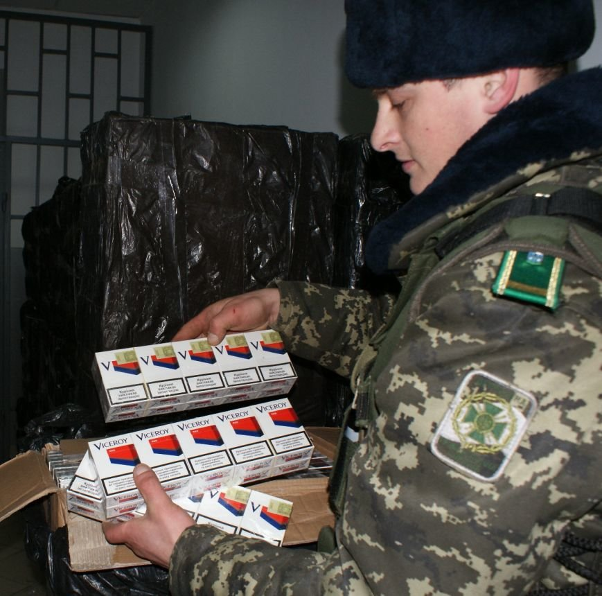 На румунському кордоні буковинські прикордонники вилучили майже 70 коробок з сигаретами (фото) - фото 1