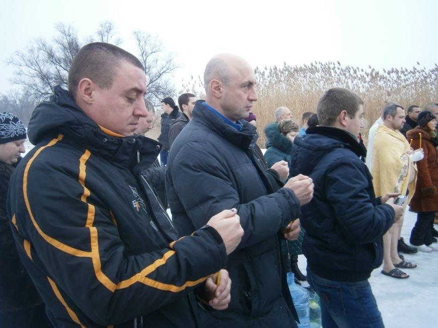 Как жители Димитрова купались в освященном водоеме «Синянка» (фото) - фото 7
