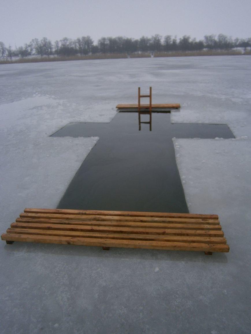 Как жители Димитрова купались в освященном водоеме «Синянка» (фото) - фото 1