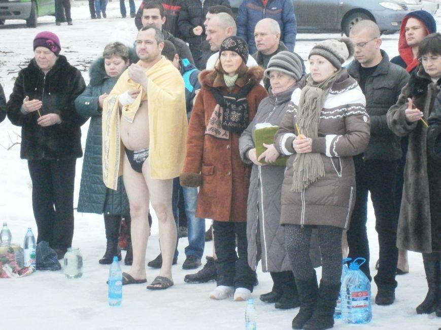 Как жители Димитрова купались в освященном водоеме «Синянка» (фото) - фото 9