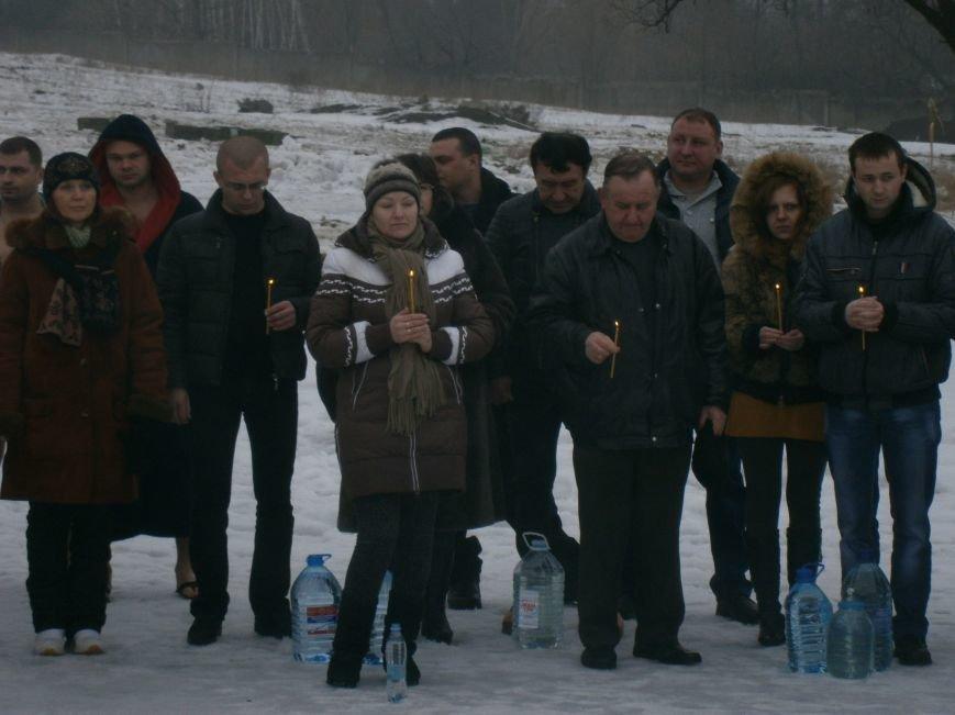 Как жители Димитрова купались в освященном водоеме «Синянка» (фото) - фото 5