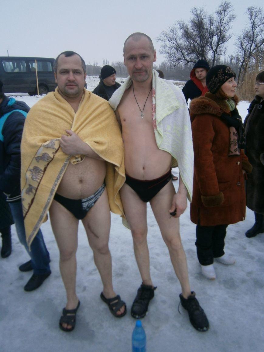 Как жители Димитрова купались в освященном водоеме «Синянка» (фото) - фото 2