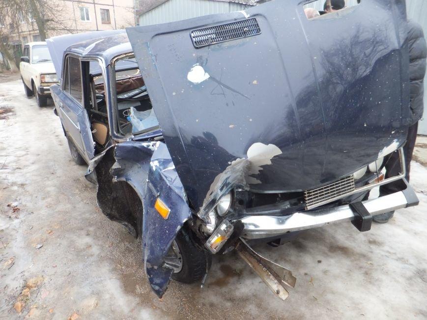 В Кировограде автомобиль влетел в электроопору. Фото (фото) - фото 1