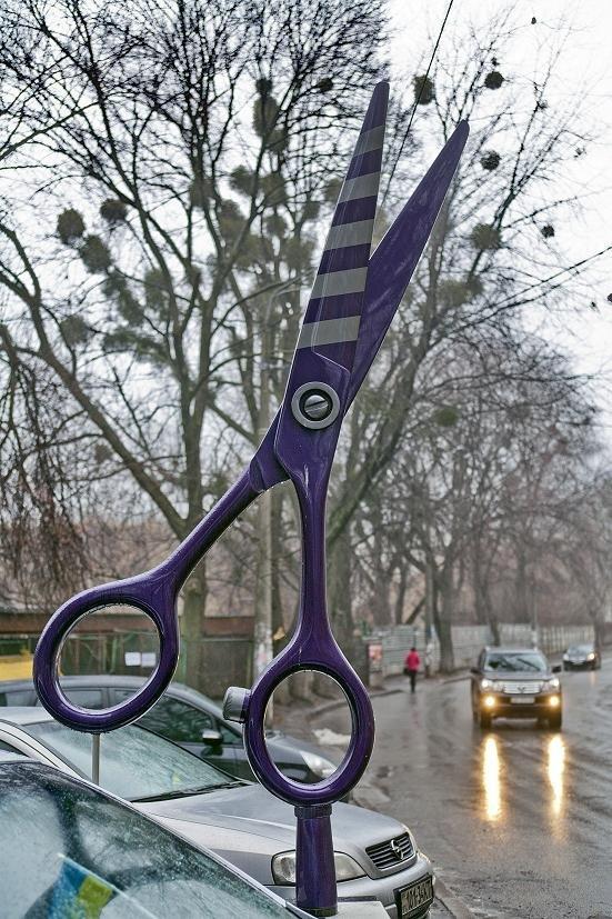 Киевлянин подарил возлюбленной гигантские ножницы (ФОТО) (фото) - фото 1