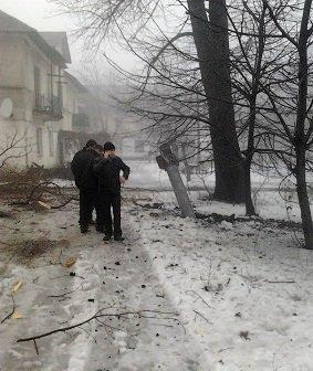 Макеевка снова под обстрелом: снаряды приземляются в разных районах (фото) - фото 1