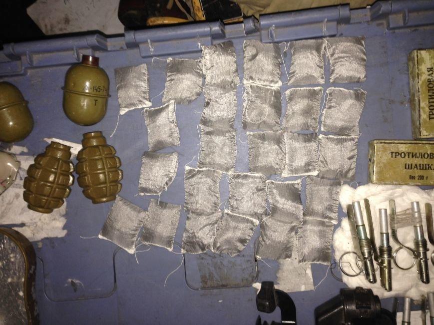 В Красноармейске в посылке правоохранители нашли гранаты, взрывпакеты, патроны и тротиловые шашки, фото-2