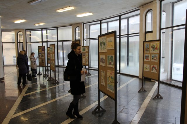 В столичной подземке показали о чем мечтают маленькие украинцы (ФОТО) (фото) - фото 1