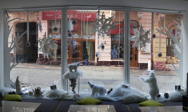 У Чернівцях обрали найкращу новорічну вітрину (фото) - фото 1