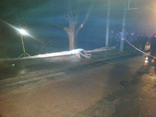 Очевидці виклали у соцмережі фото з місця вбивства чоловіка на вул. Зеленій (ФОТО 18+) (фото) - фото 1