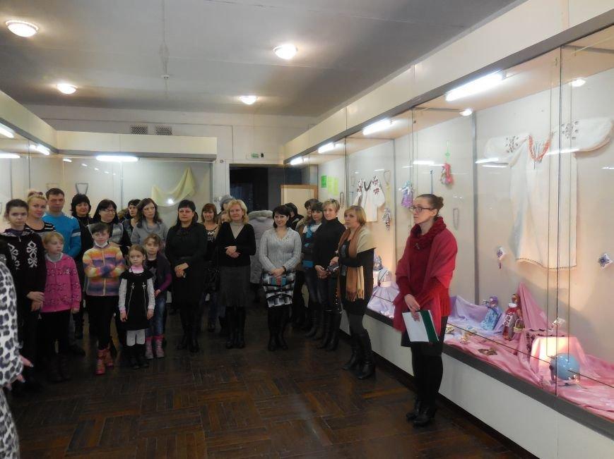В Красноармейске открылась выставка «Тобі, чарівній» (фото) - фото 3