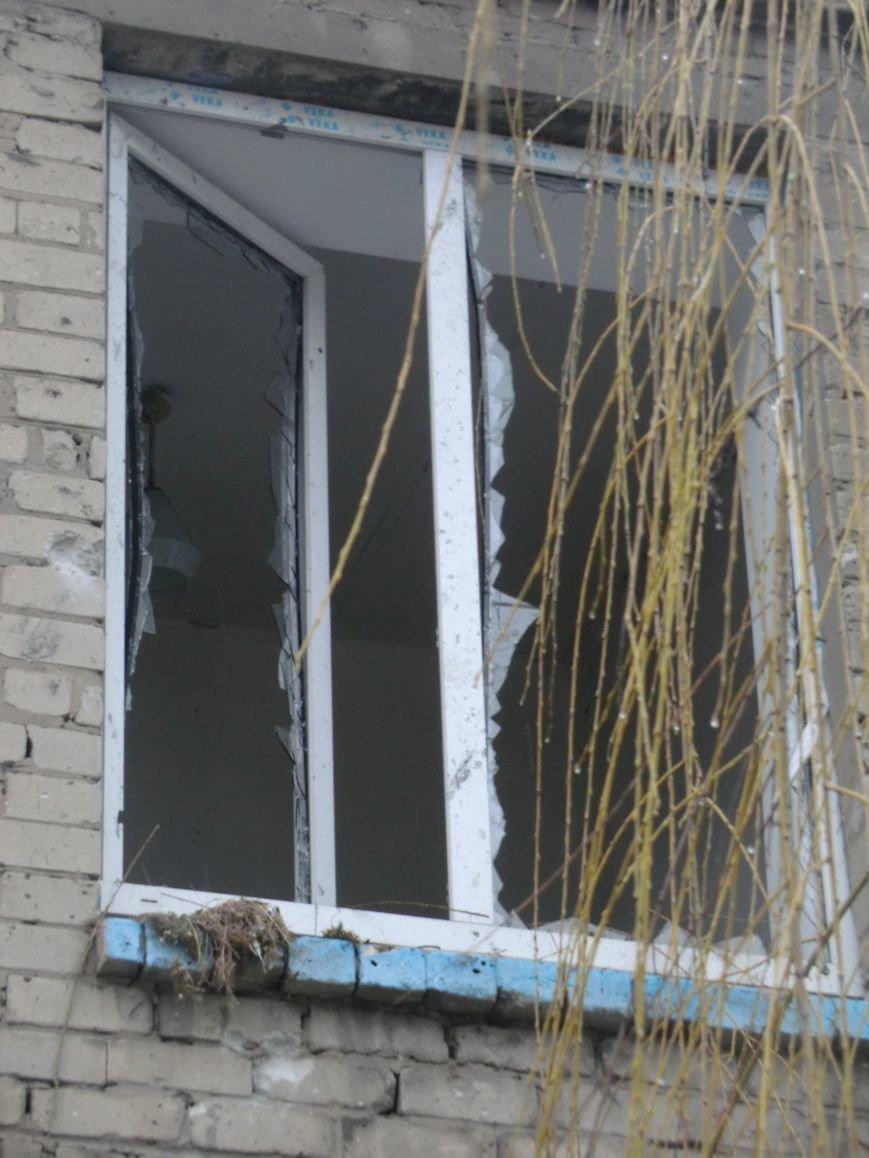 Последствия обстрела здания Центра реабилитации для детей (фотофакт) (фото) - фото 1