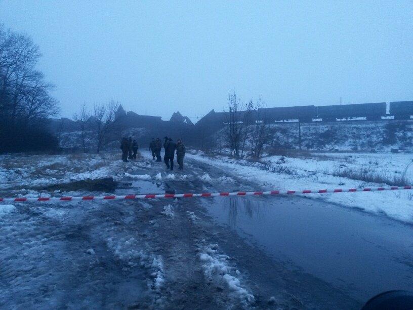 На месте подрыва железнодорожного моста под Розовкой работают взрывотехники (ФОТО+ДОПОЛНЕНО), фото-1