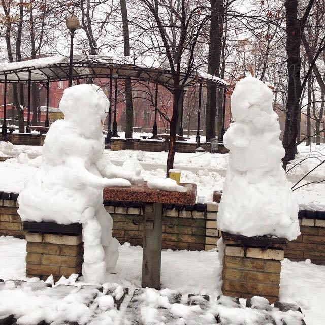 В столичном парке Шевченко появились снежные шахматисты (ФОТОФАКТ) (фото) - фото 1