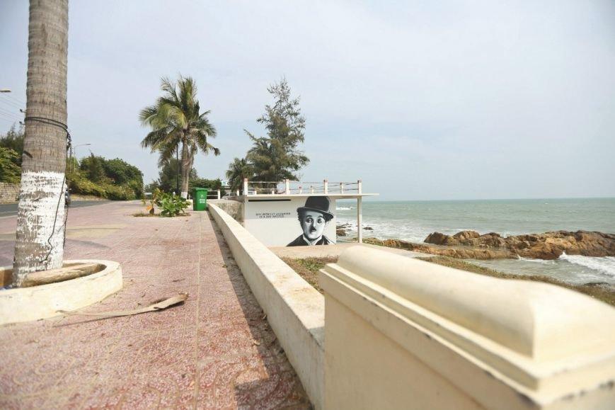 Авторы петербургского граффити-портрета Цоя сделали новую работу во Вьетнаме (фото) - фото 1