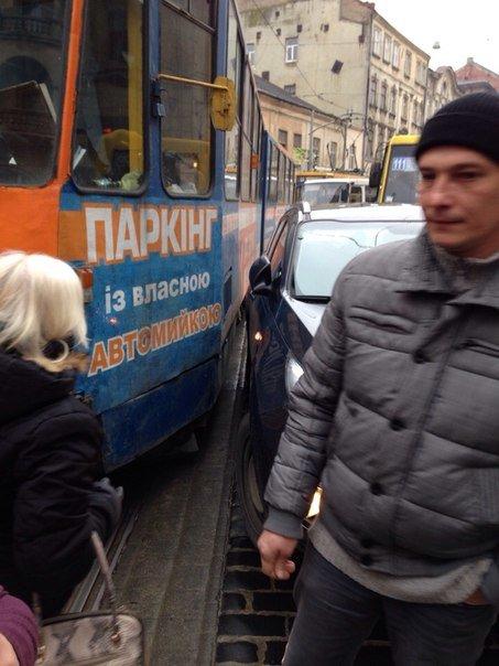 Cитуація на дорогах Львова: ДТП на вул. Городоцькій (фото) - фото 1