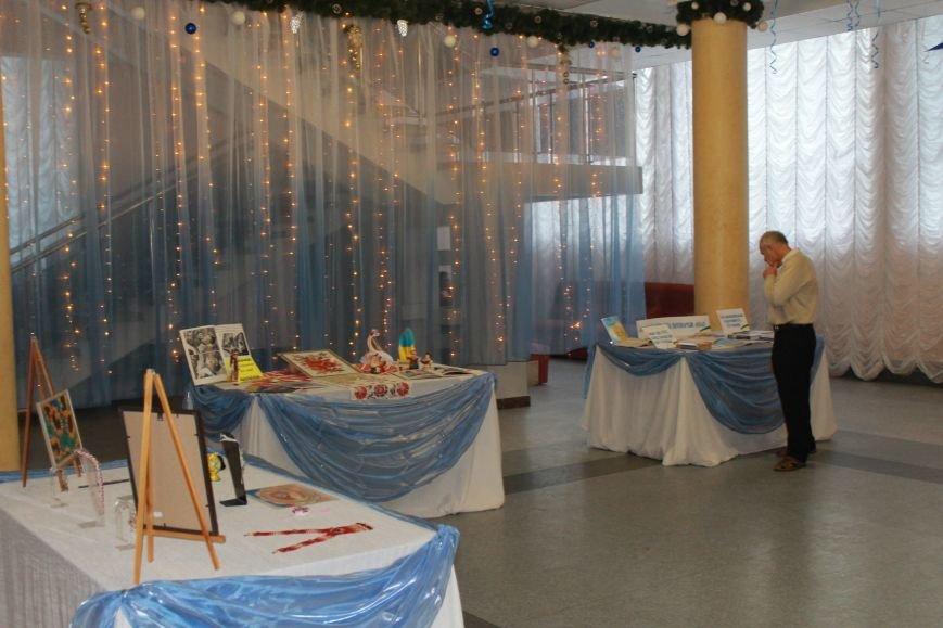 В Красноармейске прошла тематическая выставка ко Дню Соборности Украины, фото-8