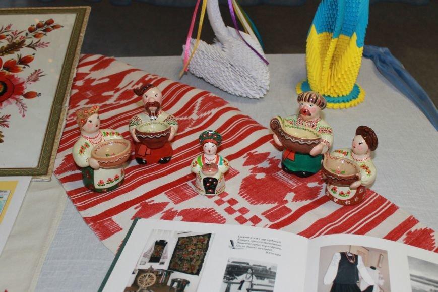 В Красноармейске прошла тематическая выставка ко Дню Соборности Украины, фото-1
