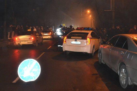 Жорстоке вбивство на вулиці Зеленій: труп чоловіка викинули з машини (ФОТО 18+) (фото) - фото 4