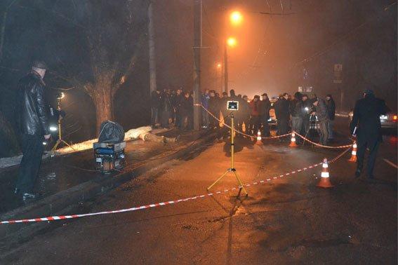 Жорстоке вбивство на вулиці Зеленій: труп чоловіка викинули з машини (ФОТО 18+) (фото) - фото 3