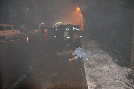 Жорстоке вбивство на вулиці Зеленій: труп чоловіка викинули з машини (ФОТО 18+) (фото) - фото 1