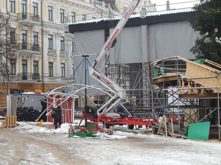 В Киеве раздевают главную елку страны (ФОТОРЕПОРТАЖ) (фото) - фото 1