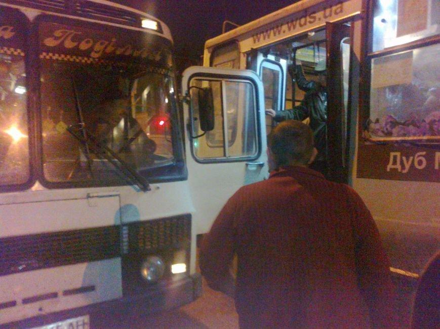 В Кировограде произошло небольшое ДТП с участие троллейбуса и автобуса (фото) - фото 1