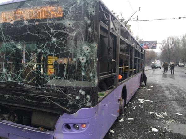 В Донецке снаряд разорвался в районе остановки на Боссе - погибли 13 мирных жителей (ФОТО, ВИДЕО) (фото) - фото 1