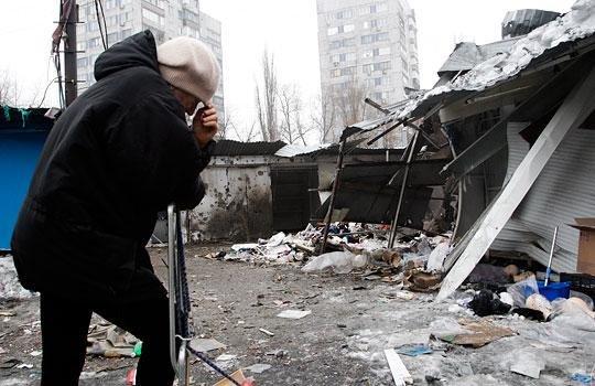 В Донецке снаряд разорвался в районе остановки на Боссе - погибли 13 мирных жителей (ФОТО, ВИДЕО, 18+) (фото) - фото 6