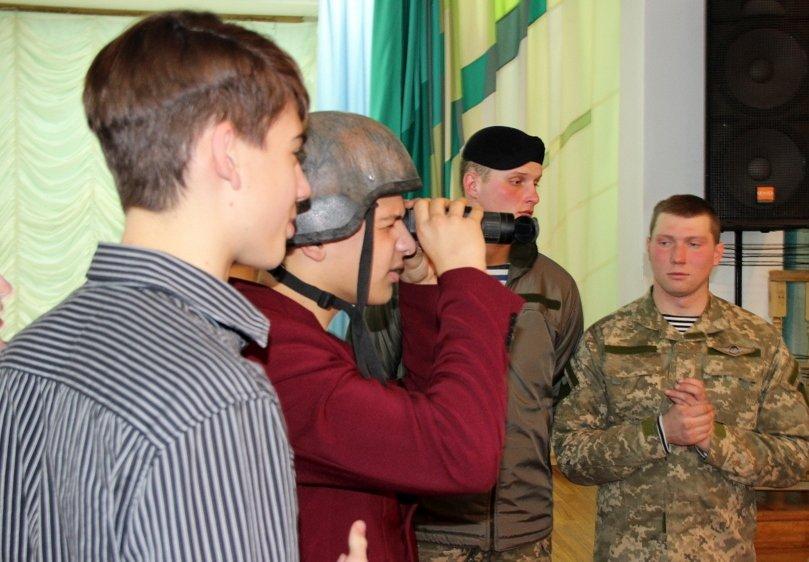Николаевские школьники примерили снаряжение морпехов (ФОТО) (фото) - фото 4