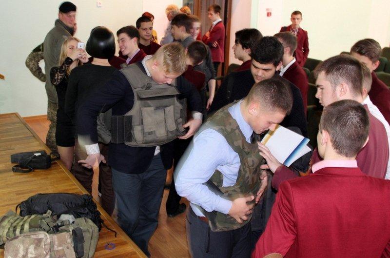 Николаевские школьники примерили снаряжение морпехов (ФОТО) (фото) - фото 5