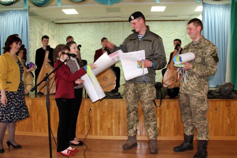 Николаевские школьники примерили снаряжение морпехов (ФОТО) (фото) - фото 1