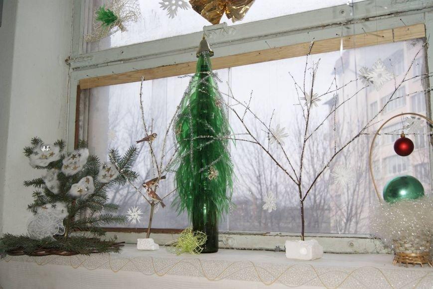 Тернополянка дарує усім мешканцям під`їзду святковий настрій (фото) (фото) - фото 1