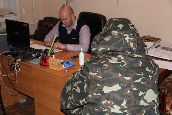 В Харькове задержали торговцев оружием, которые могут быть причастны к террористическим актам в регионе (ФОТО+ВИДЕО) (фото) - фото 2