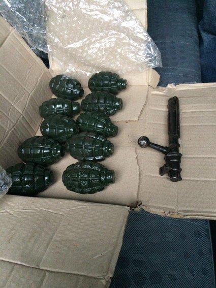 В Харькове задержали торговцев оружием, которые могут быть причастны к террористическим актам в регионе (ФОТО+ВИДЕО) (фото) - фото 1
