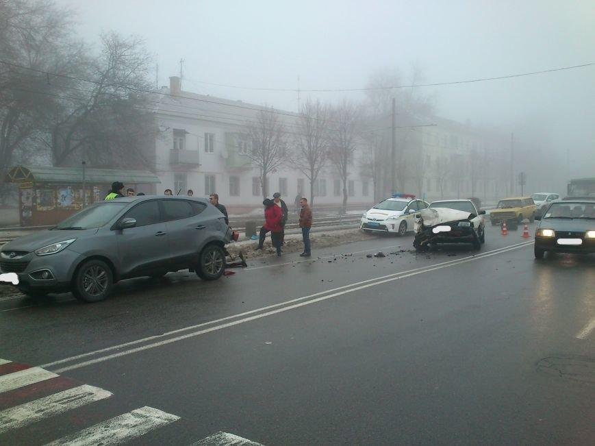 В Днепродзержинске на проспекте Юбилейном произошло серьезное ДТП (фото) - фото 3