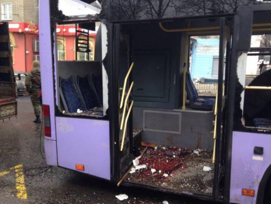 Террористы в Донецке расстреляли троллейбус - 9 погибших (ФОТО) (фото) - фото 1