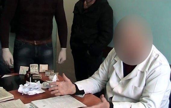 В Доброполье врач-травматолог «погорел» на взятке (фото) - фото 1