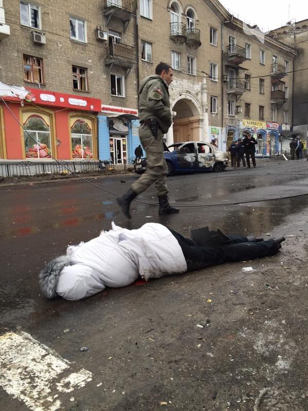 Новая Волноваха в Донецке: террористы обстреляли троллейбус, погибло 13 человек (ФОТО, ВИДЕО) (фото) - фото 1