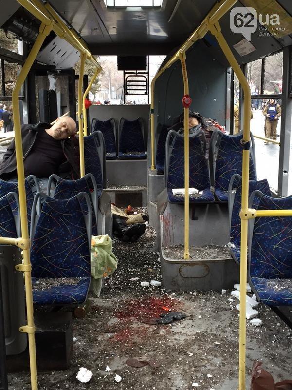 Новая Волноваха в Донецке: террористы обстреляли троллейбус, погибло 13 человек (ФОТО, ВИДЕО) (фото) - фото 2
