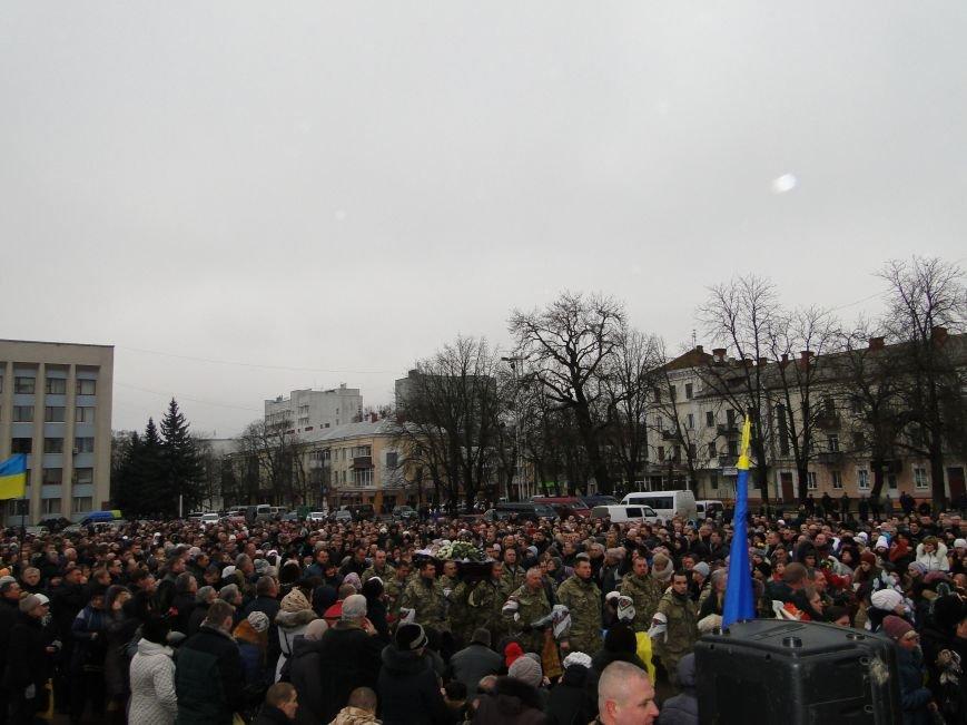 Хмельницький попрощався з земляком Дмитром Івахом (фото) - фото 1