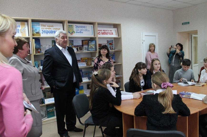 В Артемовске состоялось открытие библиотеки-филиала №2 после капитального ремонта, фото-4