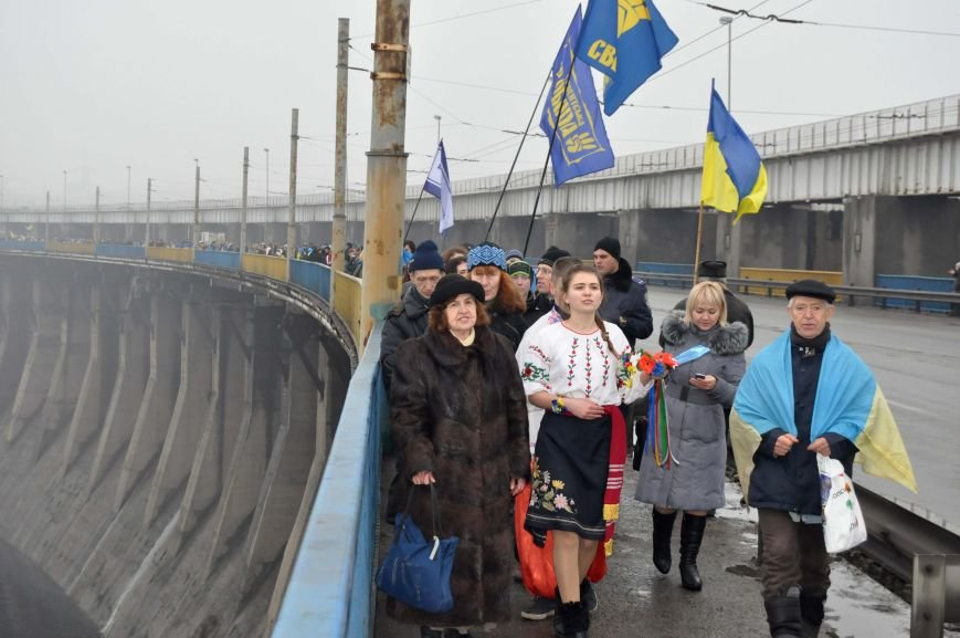 ФОТОРЕПОРТАЖ: Запорожцы с двух берегов Днепра воссоединились на плотине Днепрогэс, фото-6