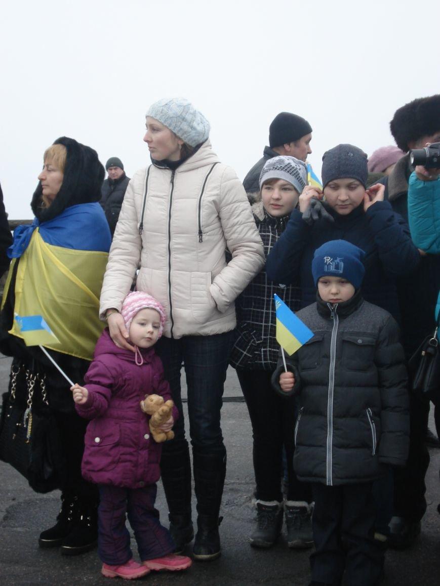 В Днепропетровске правый и левый берег связали километровым рушником (фото) - фото 2