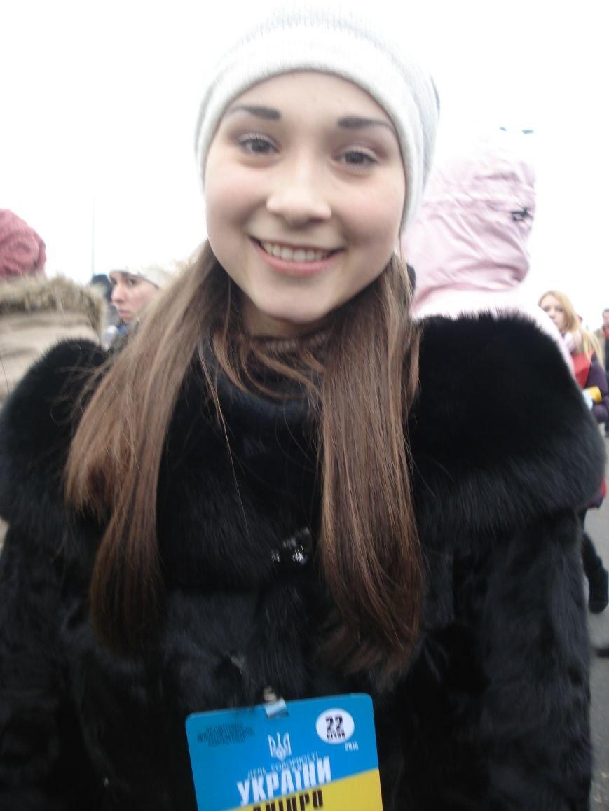 В Днепропетровске правый и левый берег связали километровым рушником (фото) - фото 3